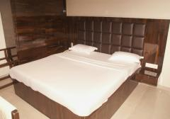 SUPER EXECUTIVE ROOM 2